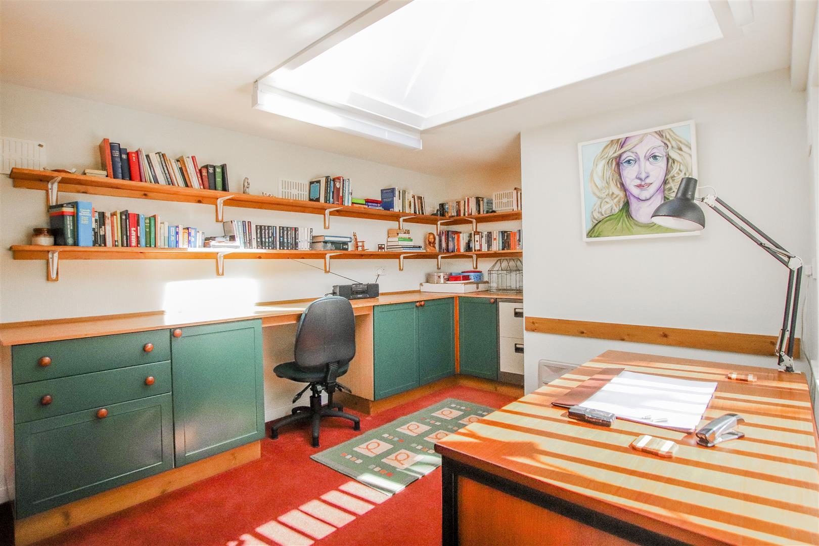 4 Bedroom Detached House For Sale - 34.JPG